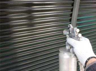 雨戸の塗装には、エスケー化研のクリーンマイルドシリコンを使用しました。