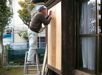 こちらがほぼ完成の状態です。材料は弊社の倉庫に長い間眠っていた、とても高価な杉の板を使用しました。