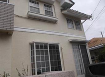 外壁や屋根の状態を確認させていただき、塗装工事の内容を決定しました。