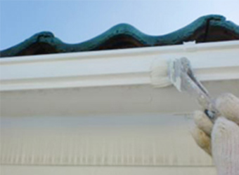 外壁や屋根の表面だけでなく、鼻隠しや樋などの一つ一つの部分も塗り替えることで、家全体の風格が蘇ります。