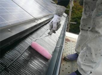 南側の屋根部分は、太陽光発電パネルやサンルームなど、障害物が多すぎたので、最終の仕上げになりました。