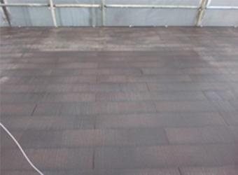 高圧洗浄後の屋根の様子です。汚れが落ちて、まっさらな状態になりました。