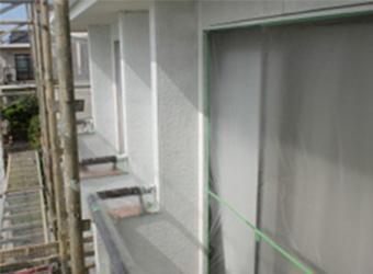 外壁の下塗りはサイディング下地に合わせて、水性ミラクシーラーエコを使用しました。