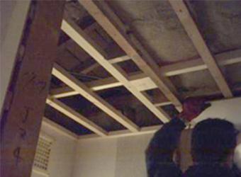 ひとつの空間になるため、天井も下地から作り直しました。
