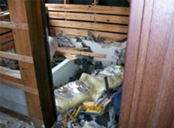 タイルでできたお風呂の解体は、実はものすごい量の廃棄物が出るんです。