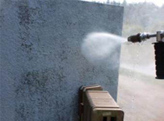 外塀も塗装するので、汚れをきれいに落とします。
