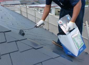 屋根の中・上塗り作業の様子です。