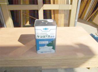 軒天用に使用した塗料、ニッペ・ケンエースです。