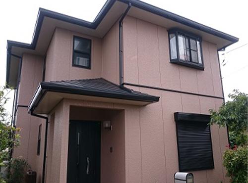 新築時はツヤがない塗装でしたが、塗り替えでツヤが見られきれいな仕上がりになりました。