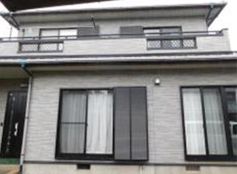 新築から15年が経過し、塗装の劣化が見られます。