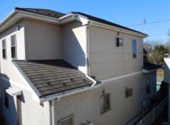 屋根も汚れて見た目が悪くなっています。