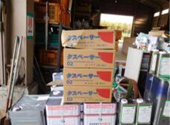 使用した材料を紹介します。屋根の縁切り材・タスペーサー02です。屋根材同士の密着を防ぐことで雨漏りを防止します。