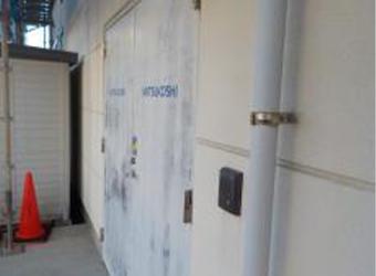 通用口、鉄扉の施工前の様子です。