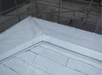 屋根下塗りが完了しました。