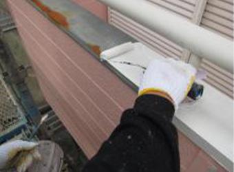 バルコニー笠木の下塗りです。ニッペ・パーフェクトプライマーを使用しています。