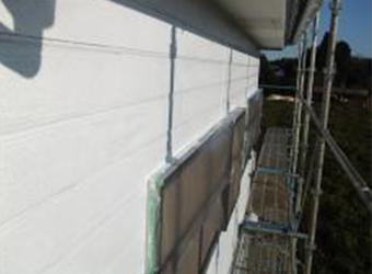 外壁の下塗りが完了しました。
