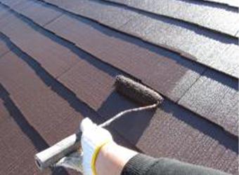 屋根の上塗りです。中塗りと同じ、ミズタニ・快適サーモBioを使用しています。