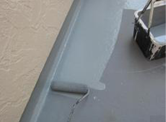 バルコニー塗装を行います。バルコニーFRPトップコートを使用しています。