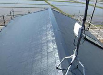 こちらも2階屋根です。遮熱塗料を採用しておりますので、夏場の暑さも軽減します。