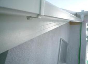 外壁の下塗りまで完了しました。今回は、使用塗料の紹介と下地調整を中心に紹介しましたが、下塗り・中塗り・上塗りの手順を守り施工しています。
