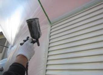 雨戸の中・上塗りはエスケー・クリーンマイルドシリコンを使用しています。